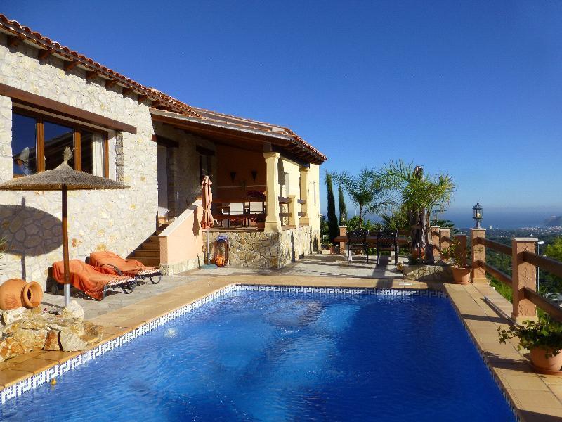 Chalet | Villa en venta en Alfàs del Pí, con vistas a Altea y Benidorm