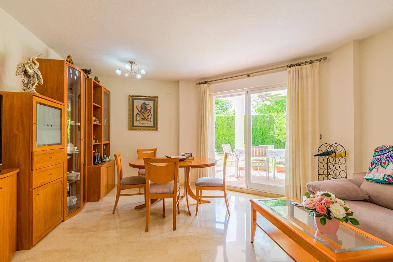 Apartamento en venta en Albir en planta baja con jardin