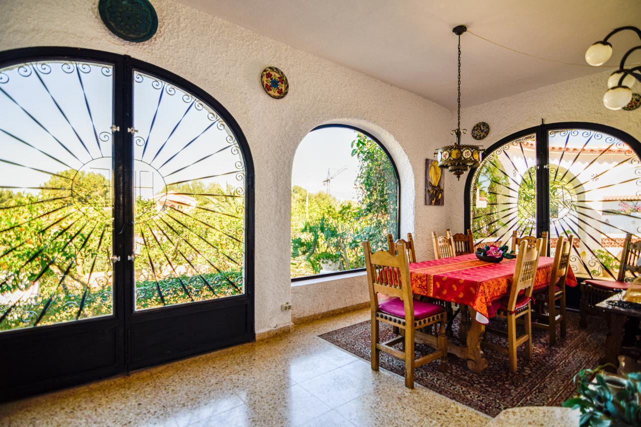 Chalet | Villa en venta en Albir, de estilo mediterraneo con amplio jardin y piscina privada