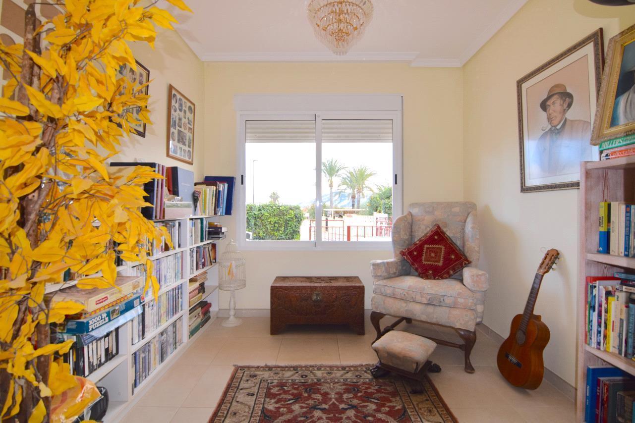 Chalet con apartamento de invitados, vistas al mar en Alfaz del Pi