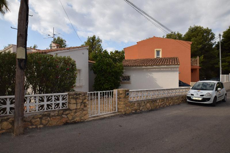 Chalet | Villa en venta en La Nucia con piscina privada