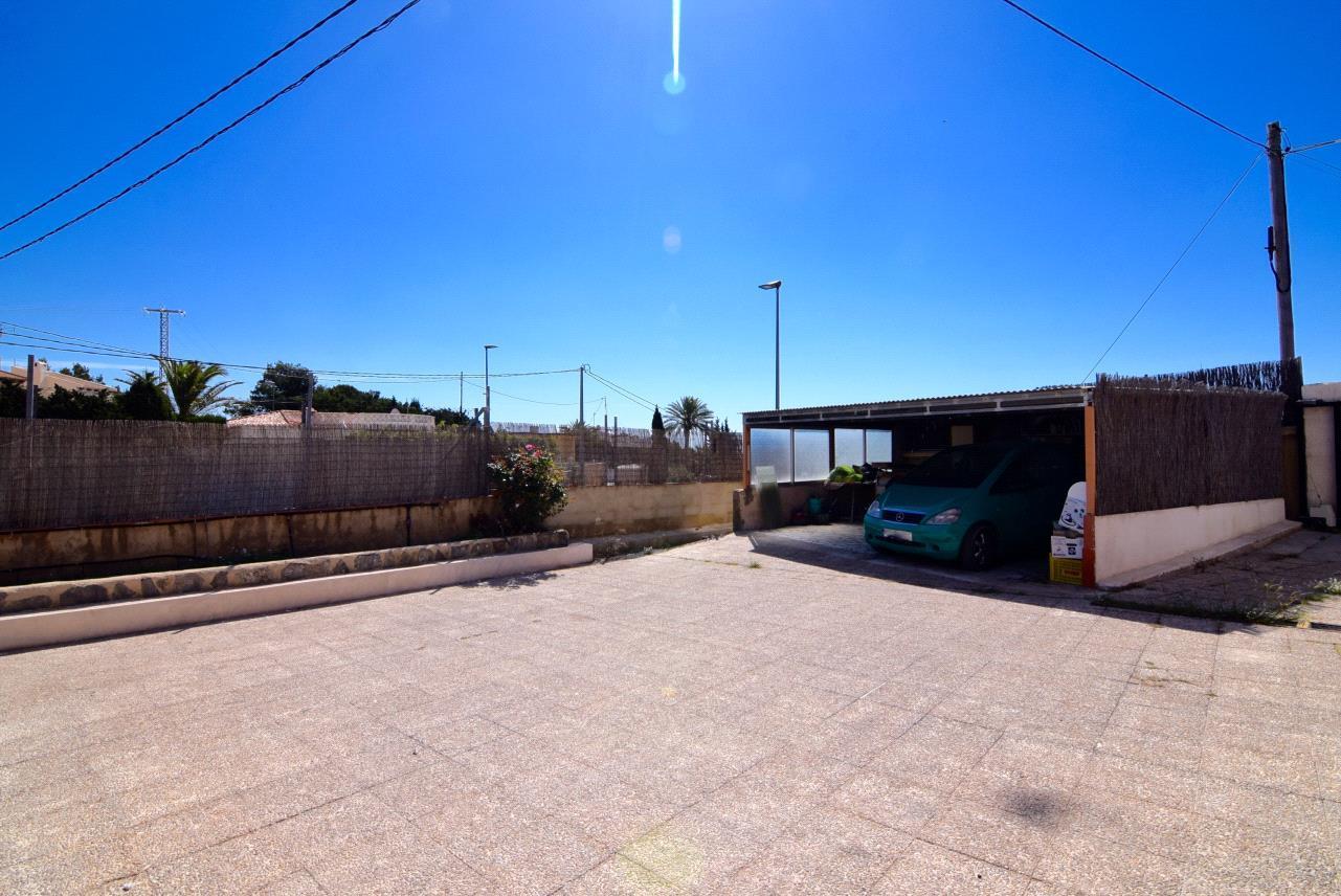 Chalet independiente con gran parcela en La Nucia