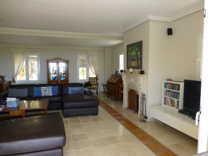 Chalet | Villa en venta en Altea, estilo rústico