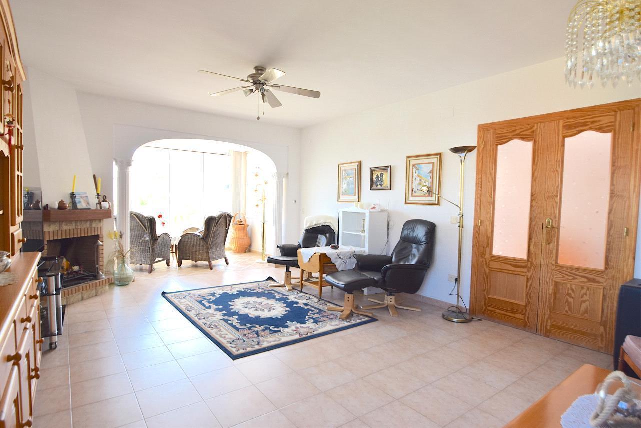 Chalet   Villa en venta en La Nucia  vistas al mar