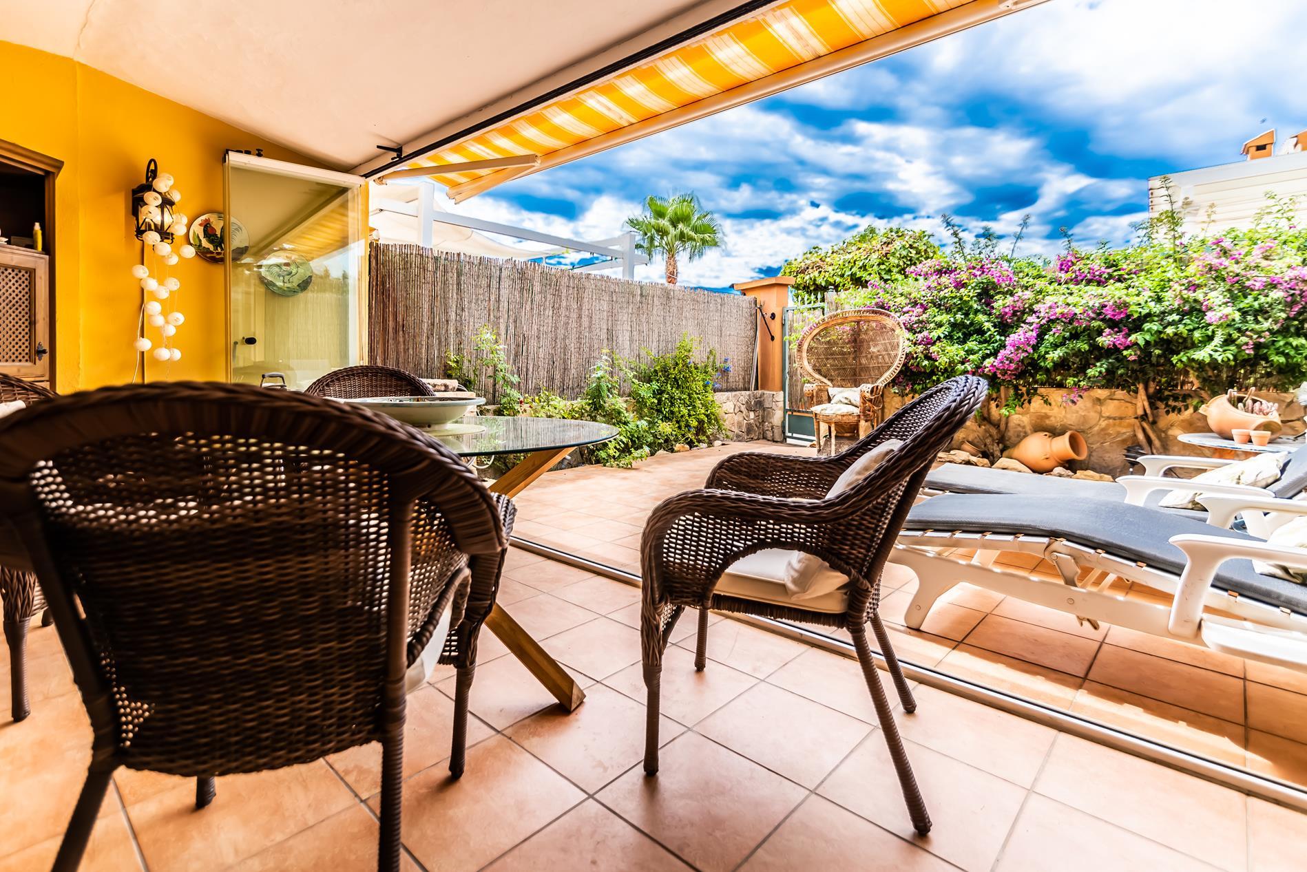 Bungalow en venta en urbanizacion con piscina y jardines comunitarios