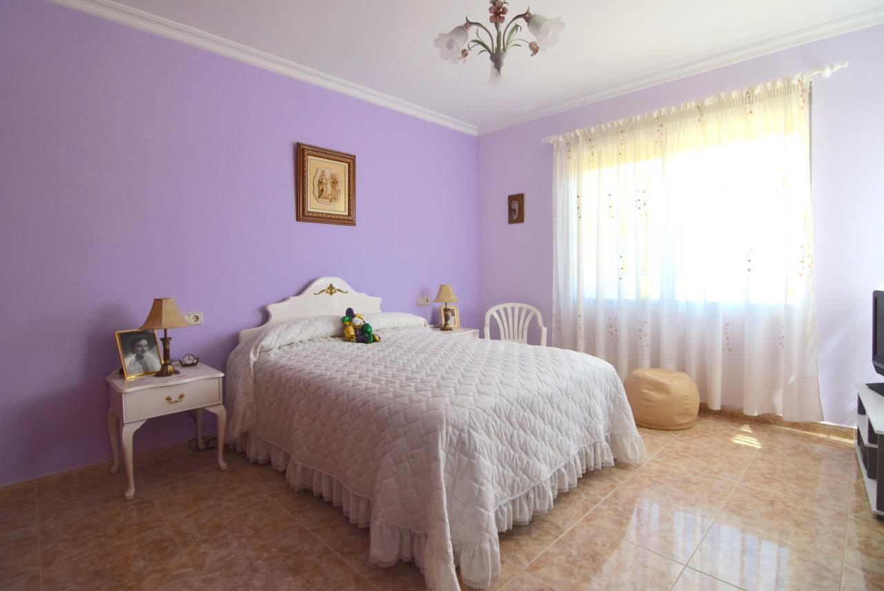 Chalet | Villa en venta en La Nucia, con vistas al mar