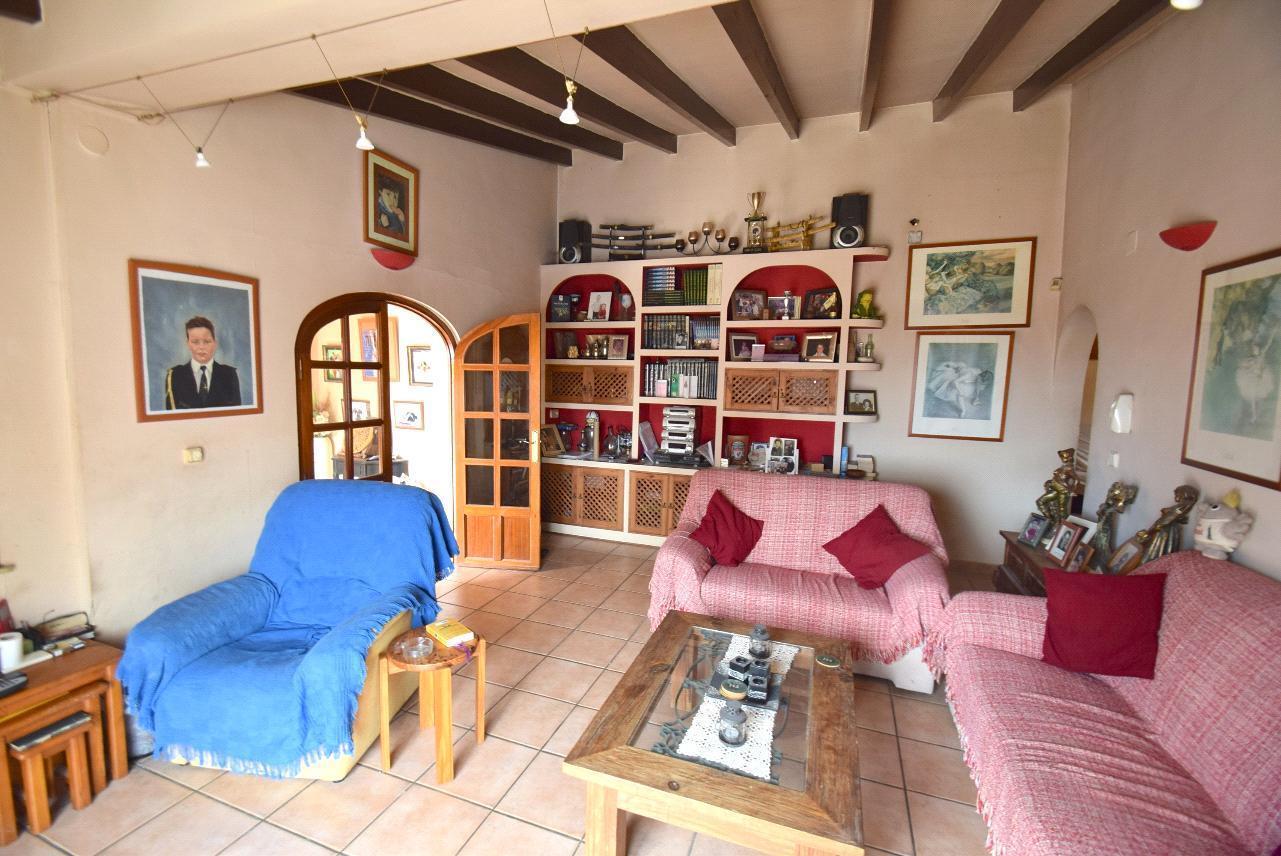 Chalet | Villa en venta en La Nucia, con vistas al mar y montaña