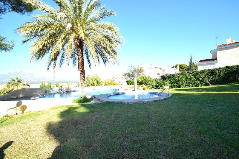 Chalet Pareado en venta en Benidorm, con piscina comunitaria