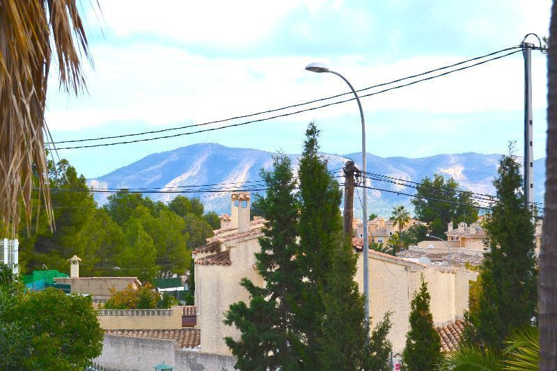 Chalet   Villa en venta en La Nucía, con gran parcela