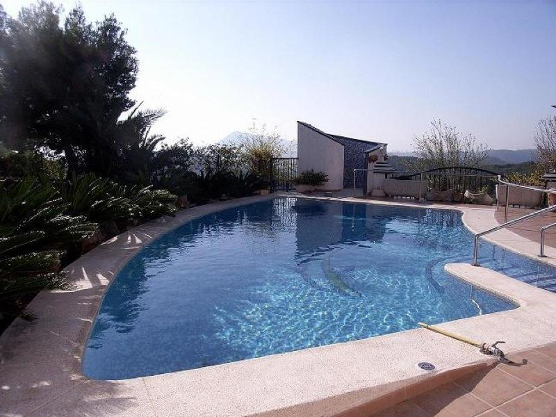 Chalet   Villa en venta en Altea, con vistas a la bahía