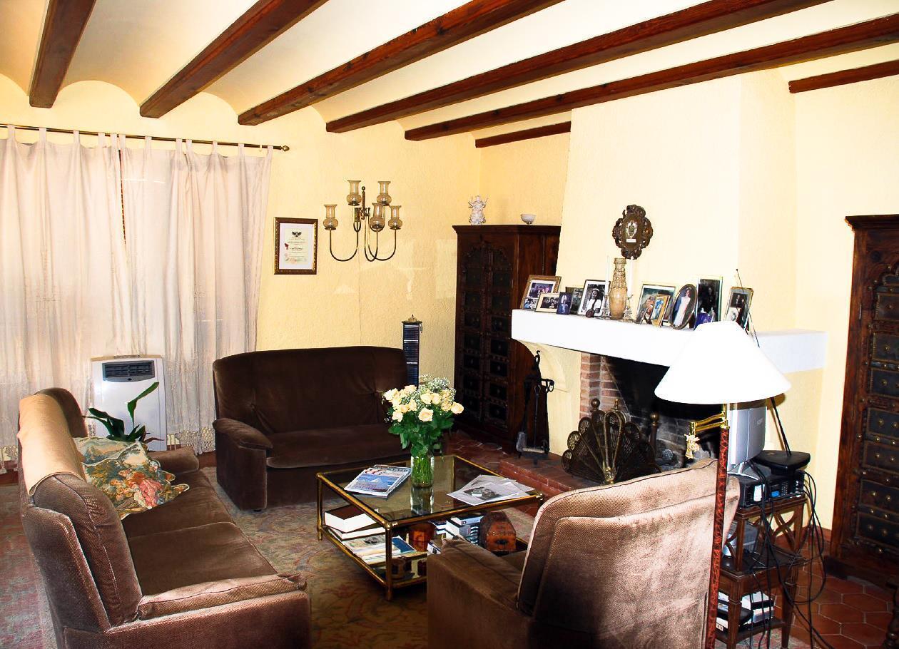 Chalet   Villa en venta en Villajoyosa en primera linea de mar