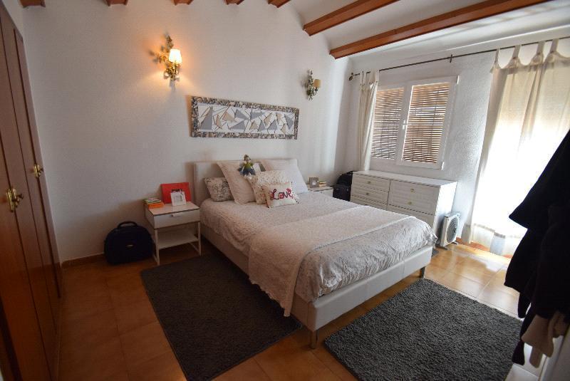 Bungalow en venta en Alfas del Pi, con 2 apartamentos