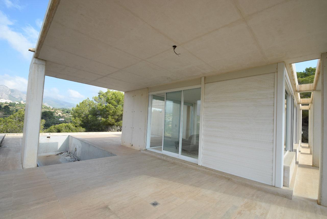Chalet   Villa en venta en La Nucia con amplia parcela