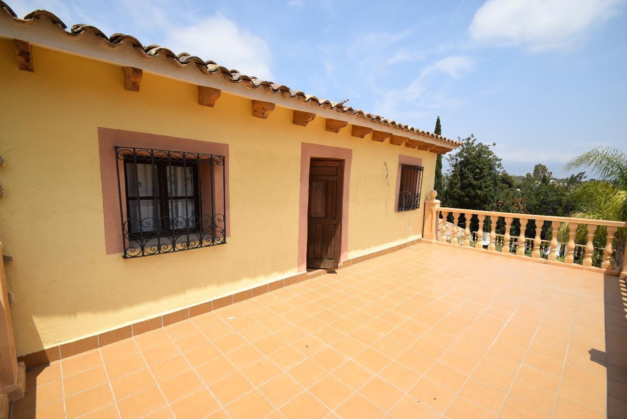 Chalet | Villa en venta en Alfas del Pi, estilo rústico