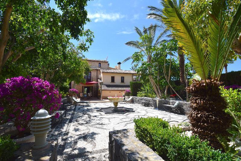 Chalet | Villa en venta en Finestrat, estilo mediterráneo