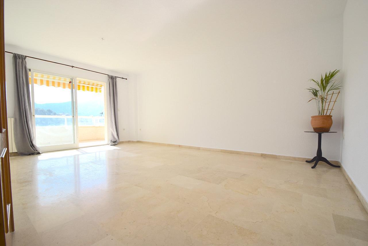 Amplio apartamento de tres dormitorios en el Albir