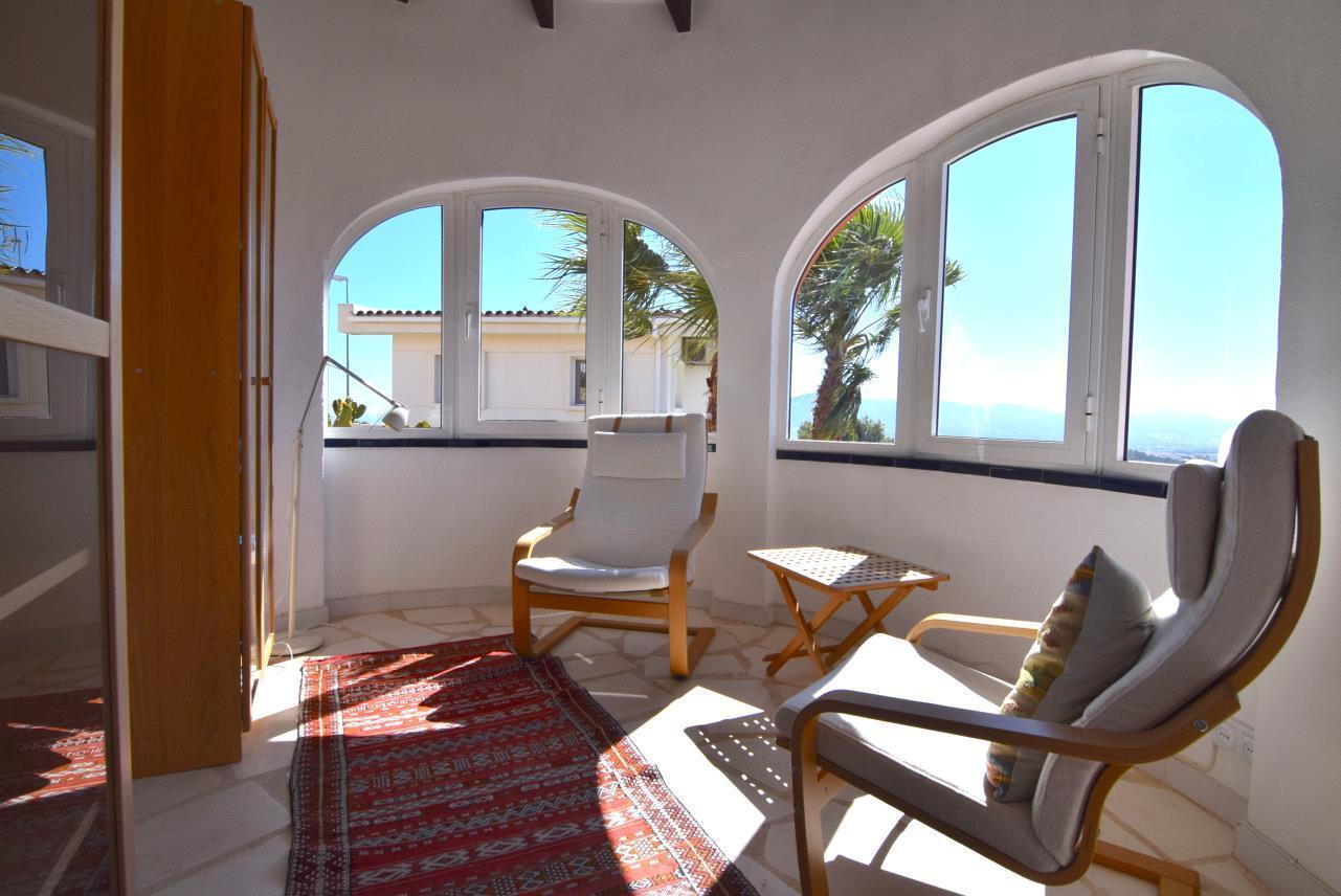 Chalet de estilo mediterraneo con vistas panoramicas en Alfaz del Pi