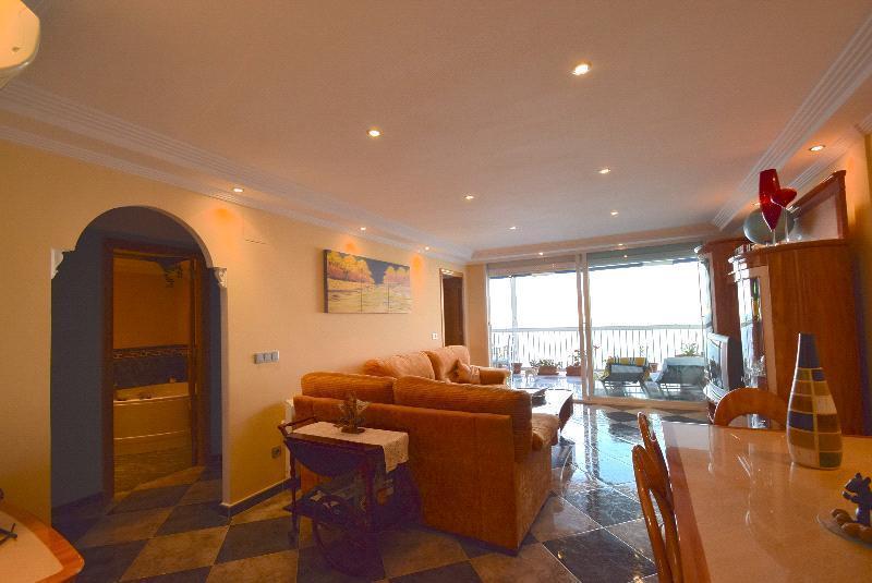 Apartamento en venta en Benidorm, con impresionantes vistas al mar
