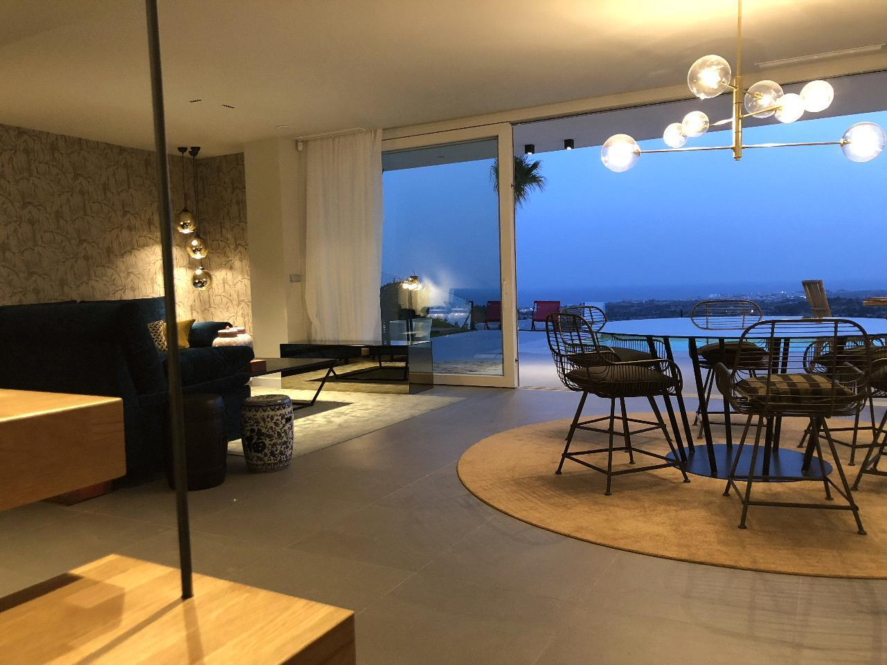Chalet moderno con espectaculares vistas al mar en Finestrat