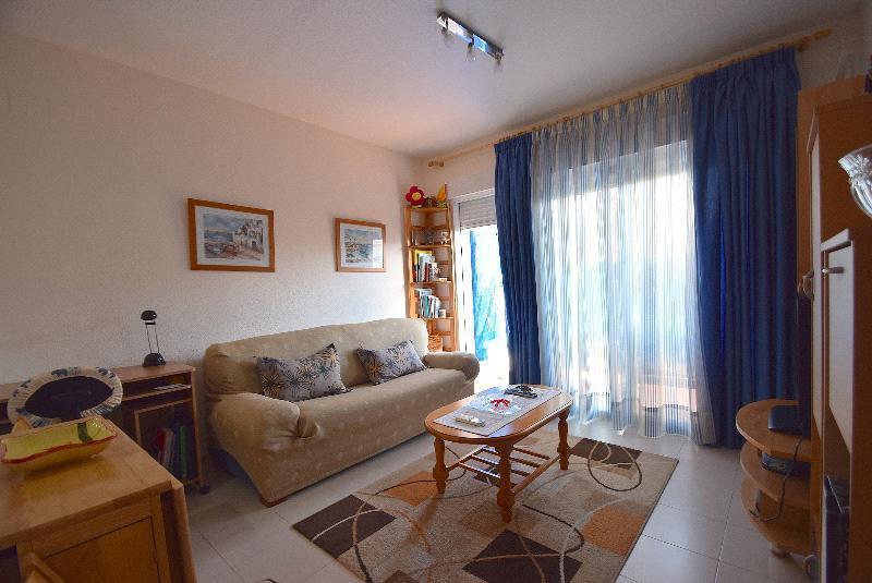 Apartamento en venta en La Nucia, con piscina y jardín comunitarios