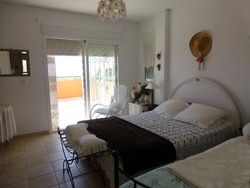 Chalet | Villa en venta en Finestrat, con buenas vistas al mar