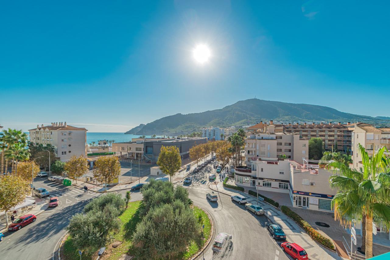 Atico en venta en Albir con vistas al mar y montaña