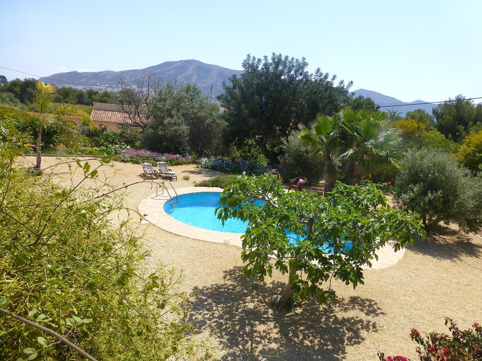 Chalet   Villa en venta en Alfas del Pi de estilo rustico