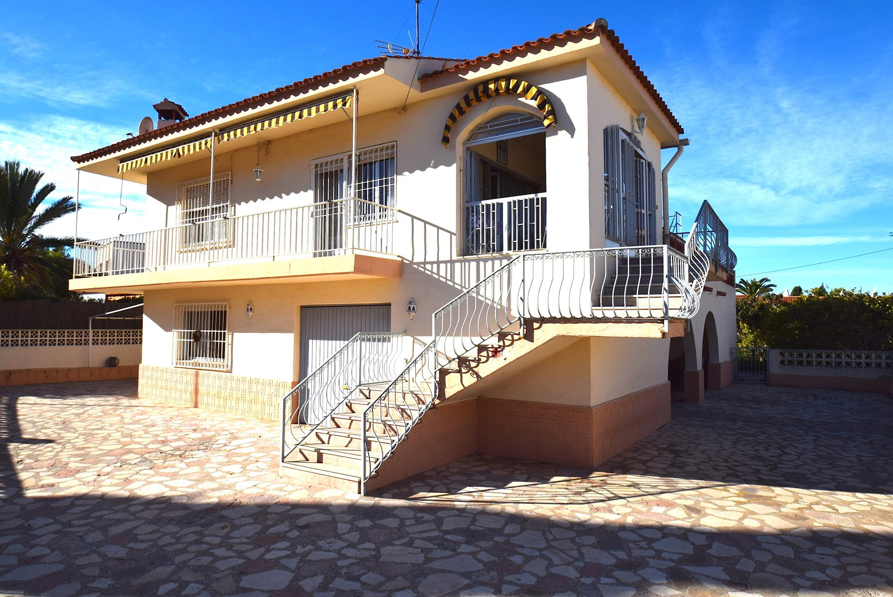 Chalet   Villa en venta en Albir, muy centrico