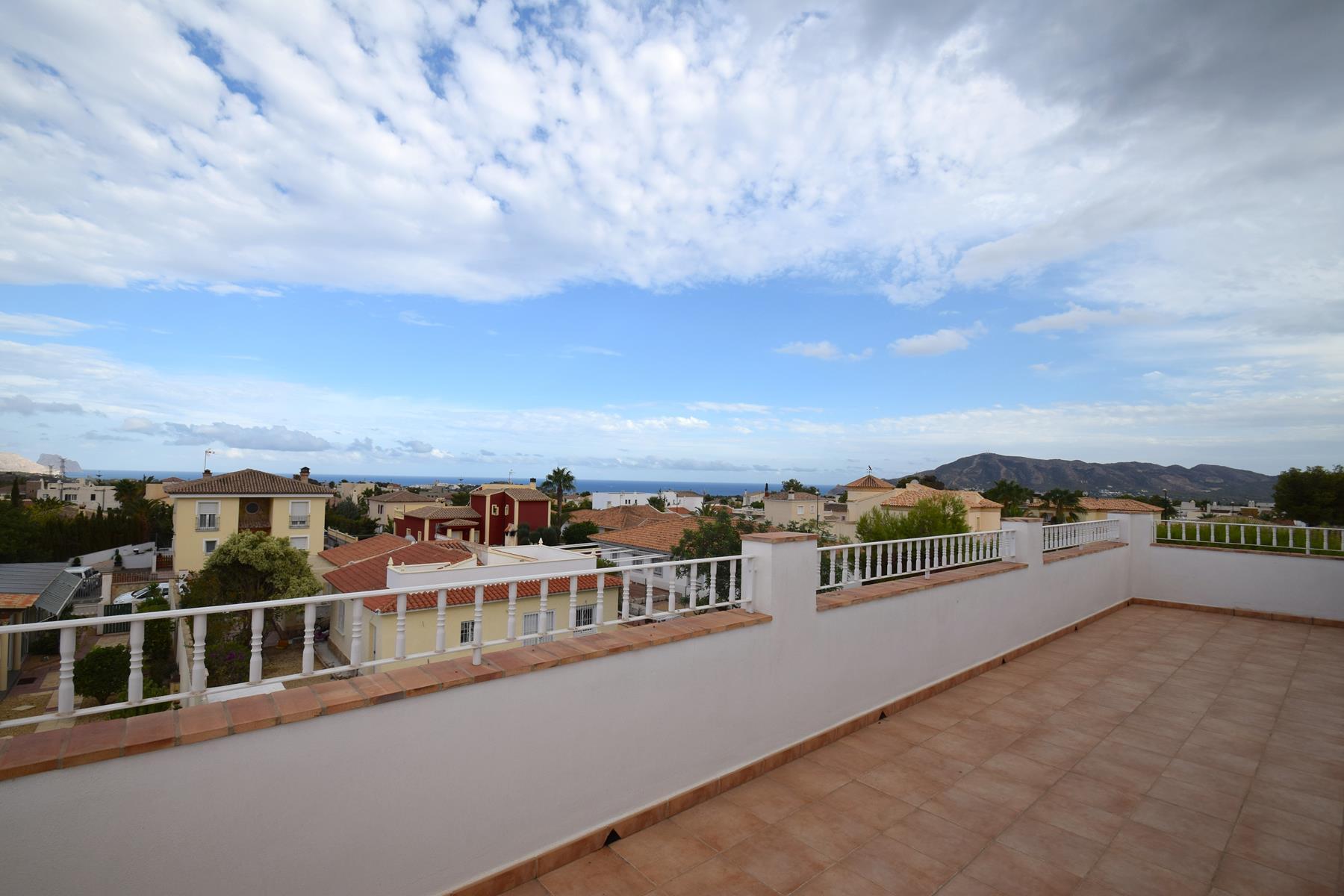 Chalet | Villa en venta en La Nucia con vistas a mar y montaña