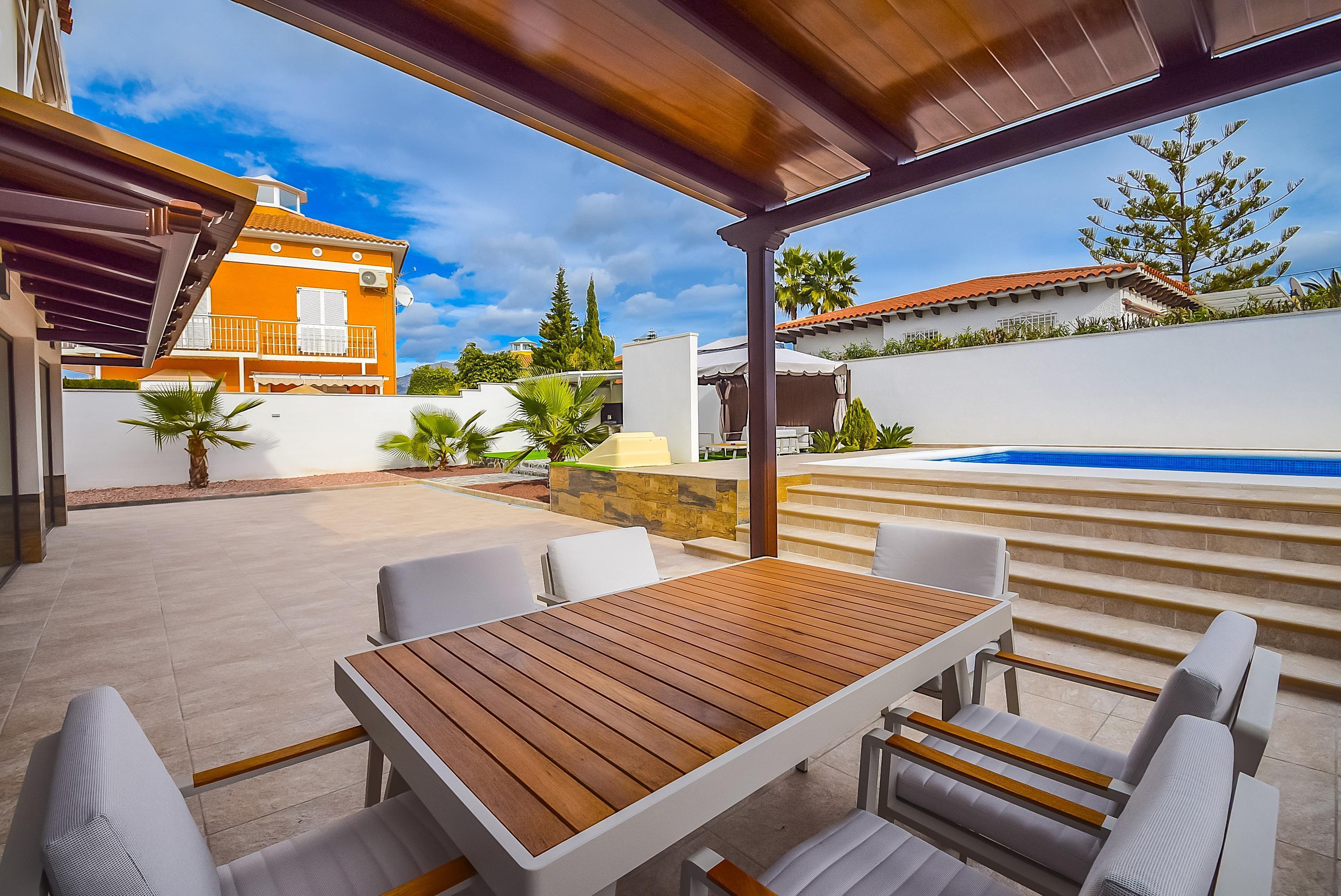 Amplio chalet de diseño moderno con piscina en el Albir