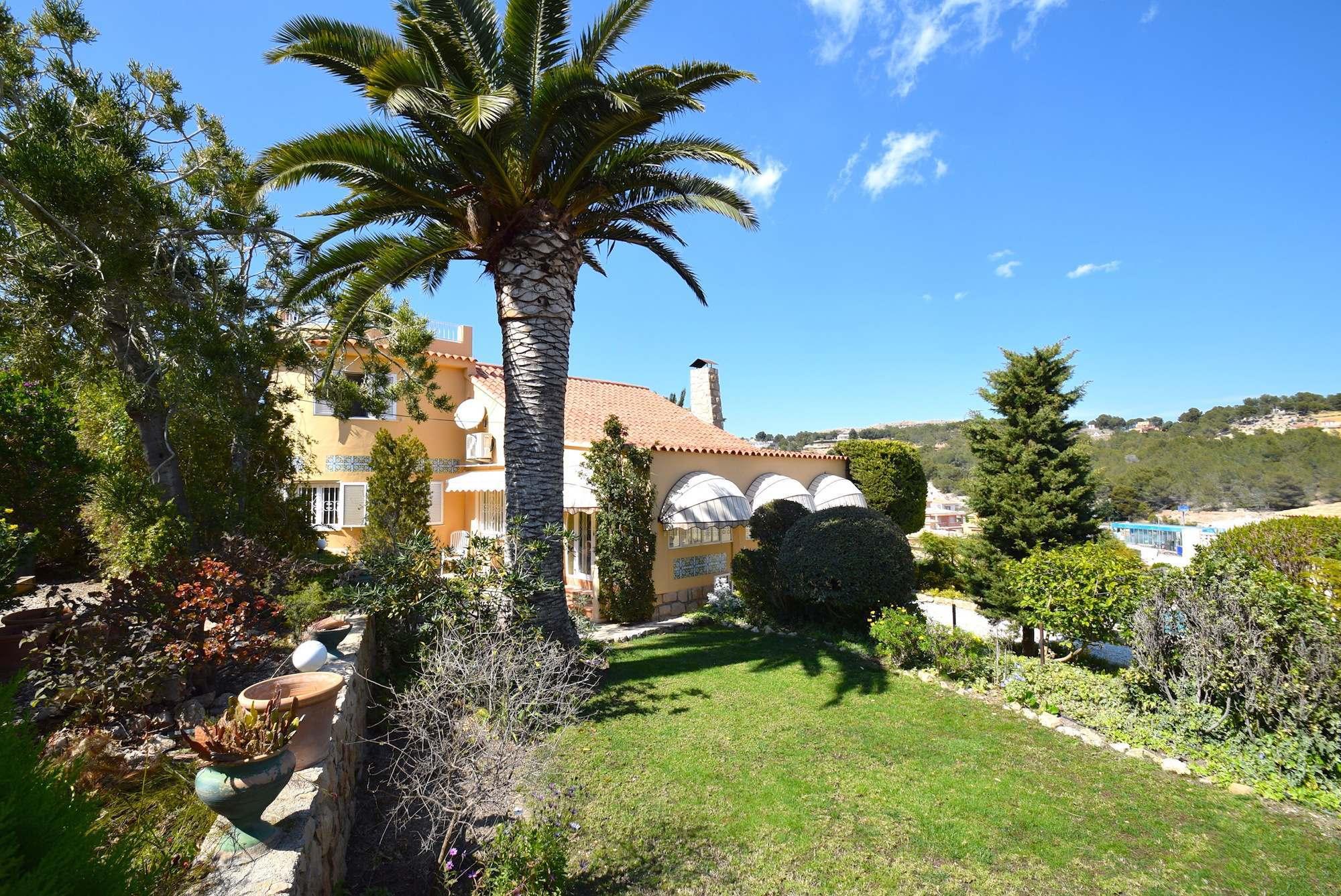 Chalet   Villa en venta en Alfas del Pi, en perfecto estado