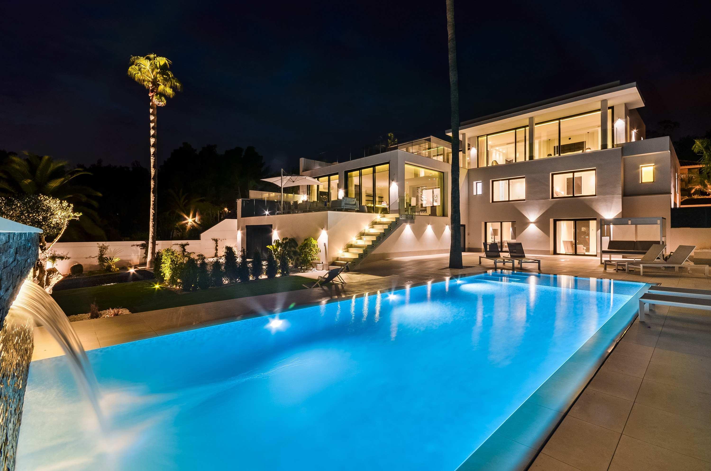 Chalet   Villa en venta en La Nucia, diseño moderno