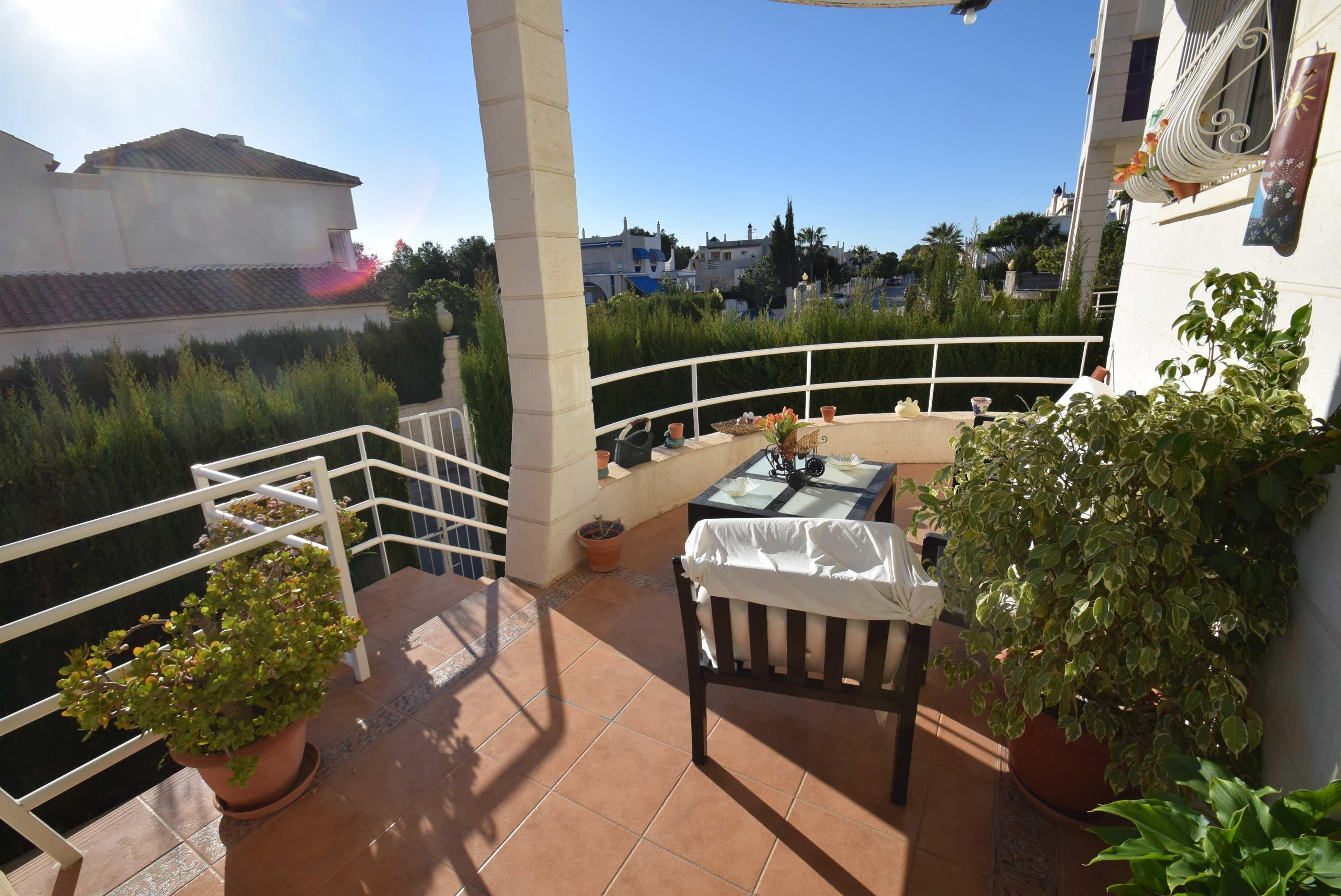 Chalet   Villa en venta en La Nucia, cerca de todos los servicios