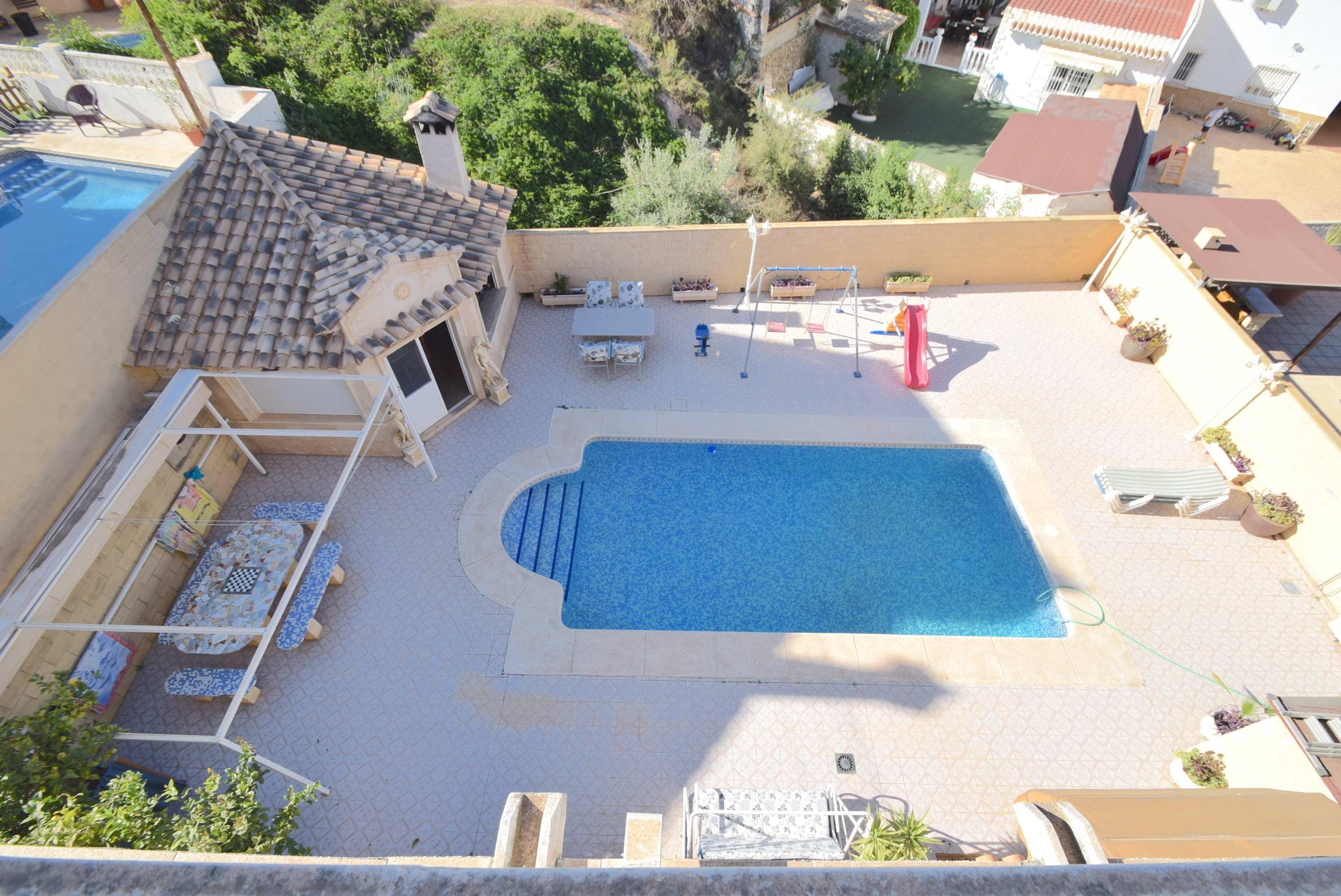 Chalet independiente con piscina en La Nucia