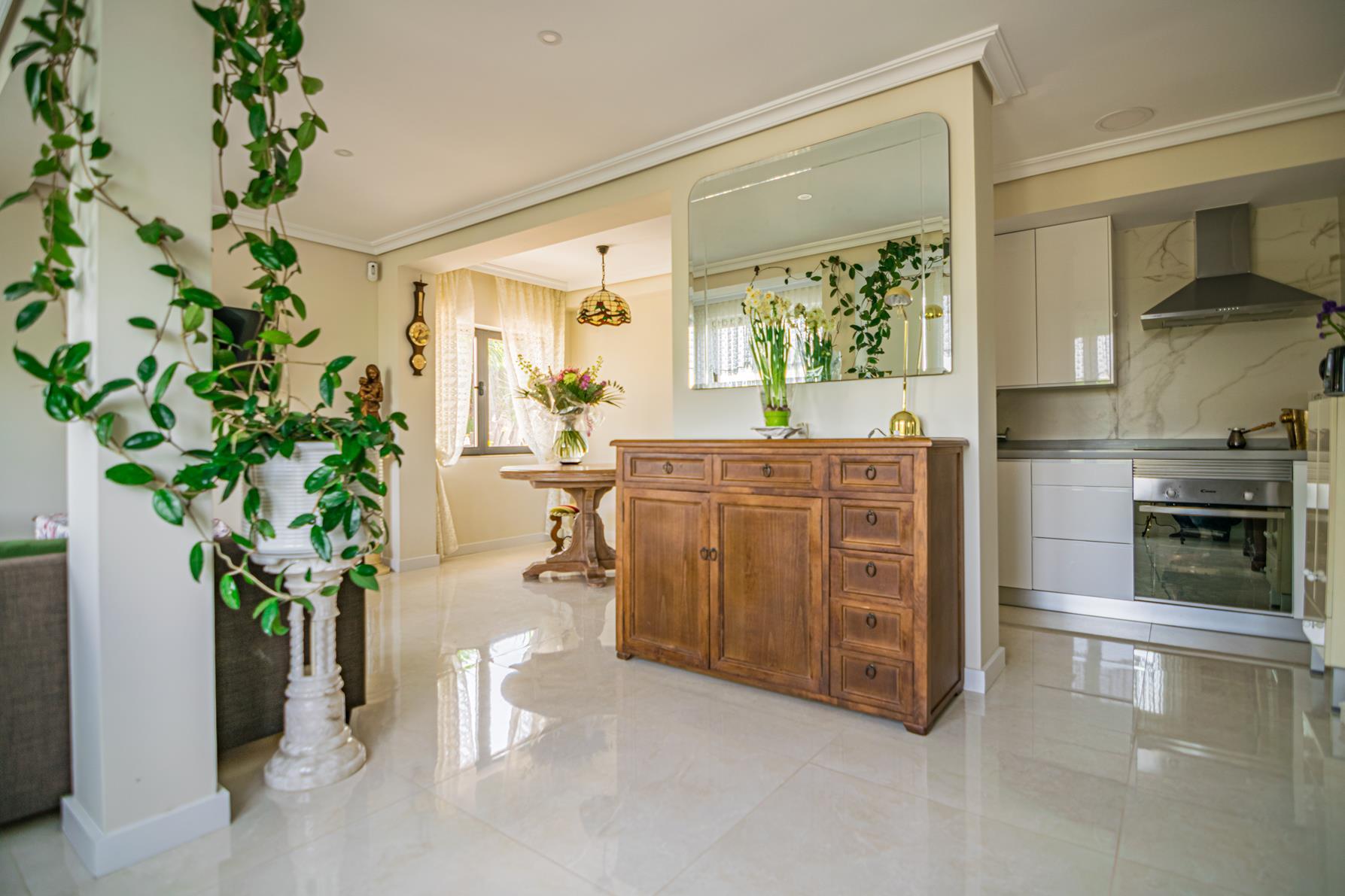 Chalet   Villa en venta en Albir con apartamento de invitados