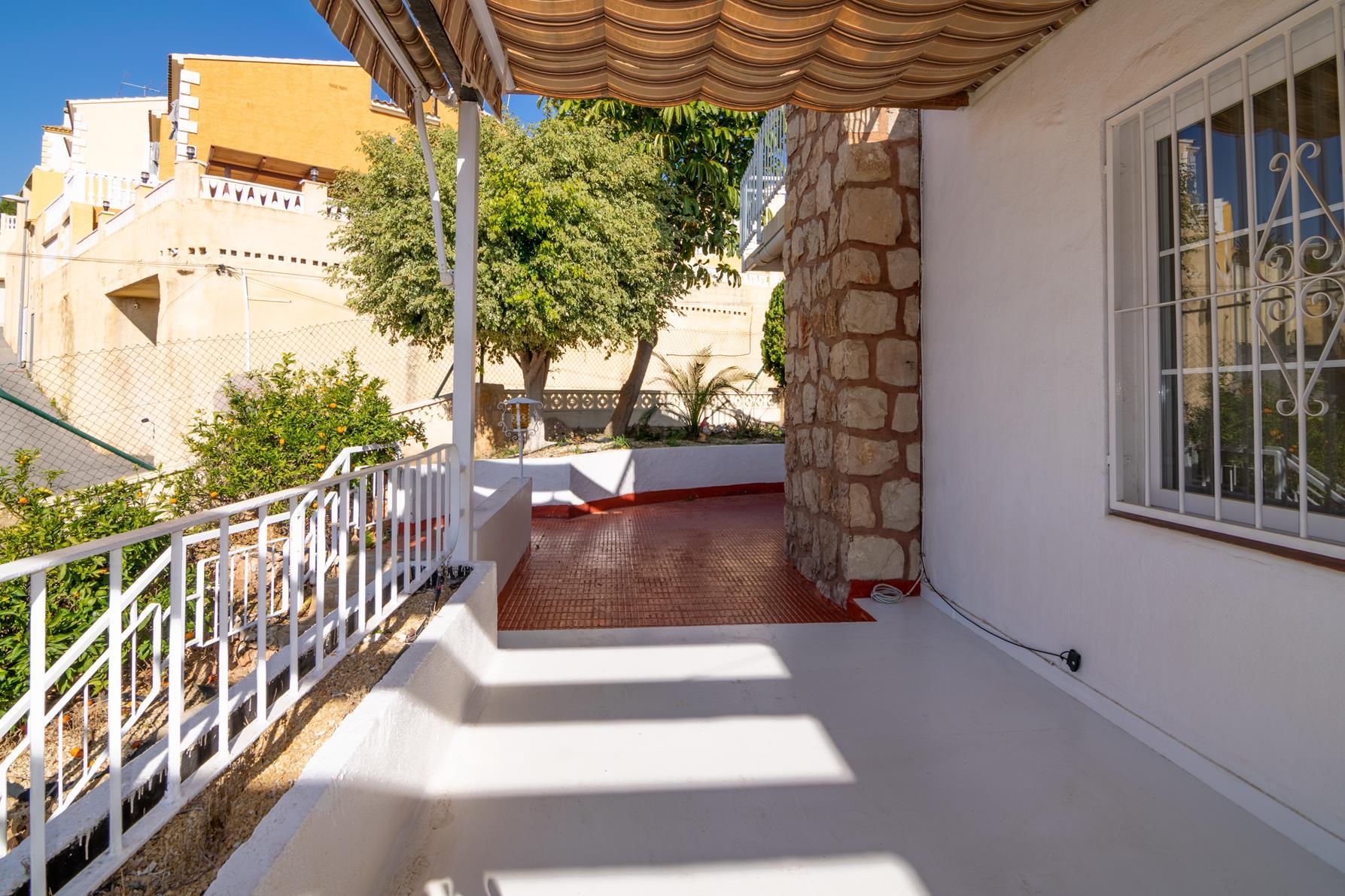 Chalet | Villa en venta en La Nucia con apartamento de invitados